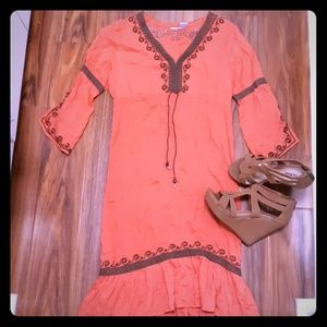 🌹Boutique🌹Coral dress w/ immaculate lace detail.